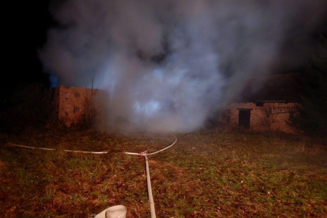 Nocny pożar w budynku gospodarczym, powiat gołdapski