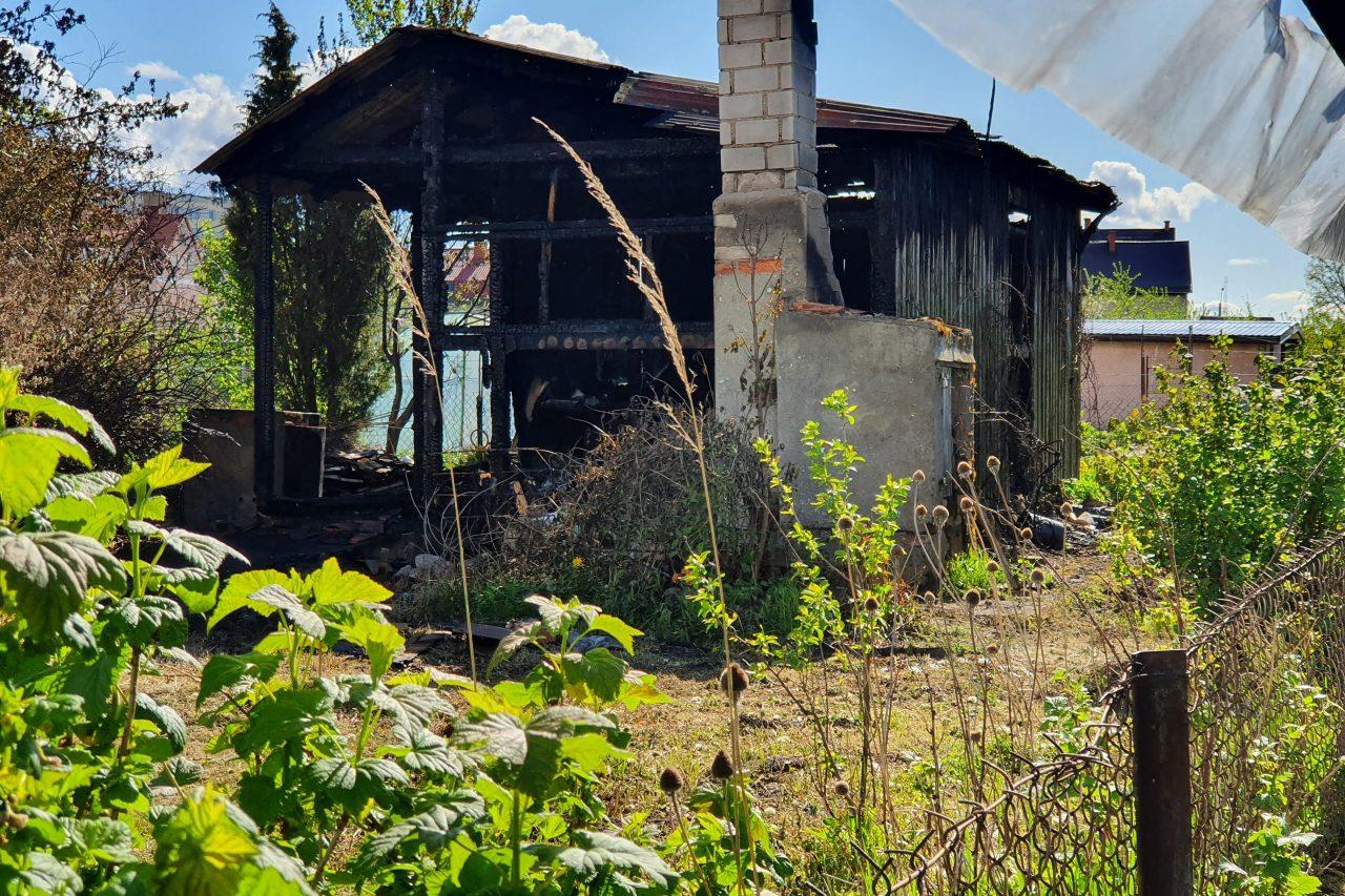 Pożar altanki przy ul. Bagiennej (video)