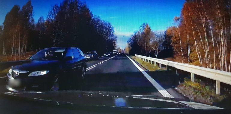 Kolejny wariat na drodze. (nagranie)