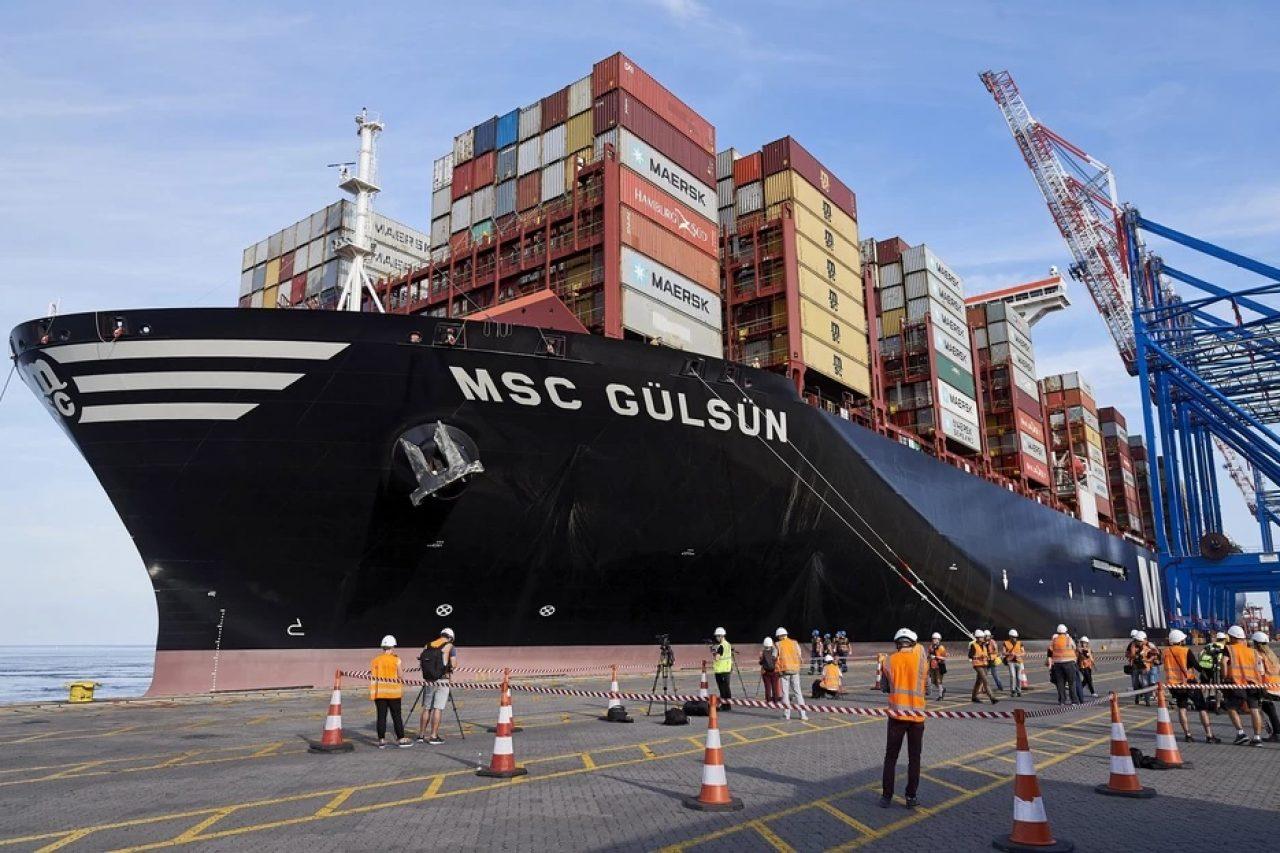 Największy kontenerowiec świata w Gdańsku