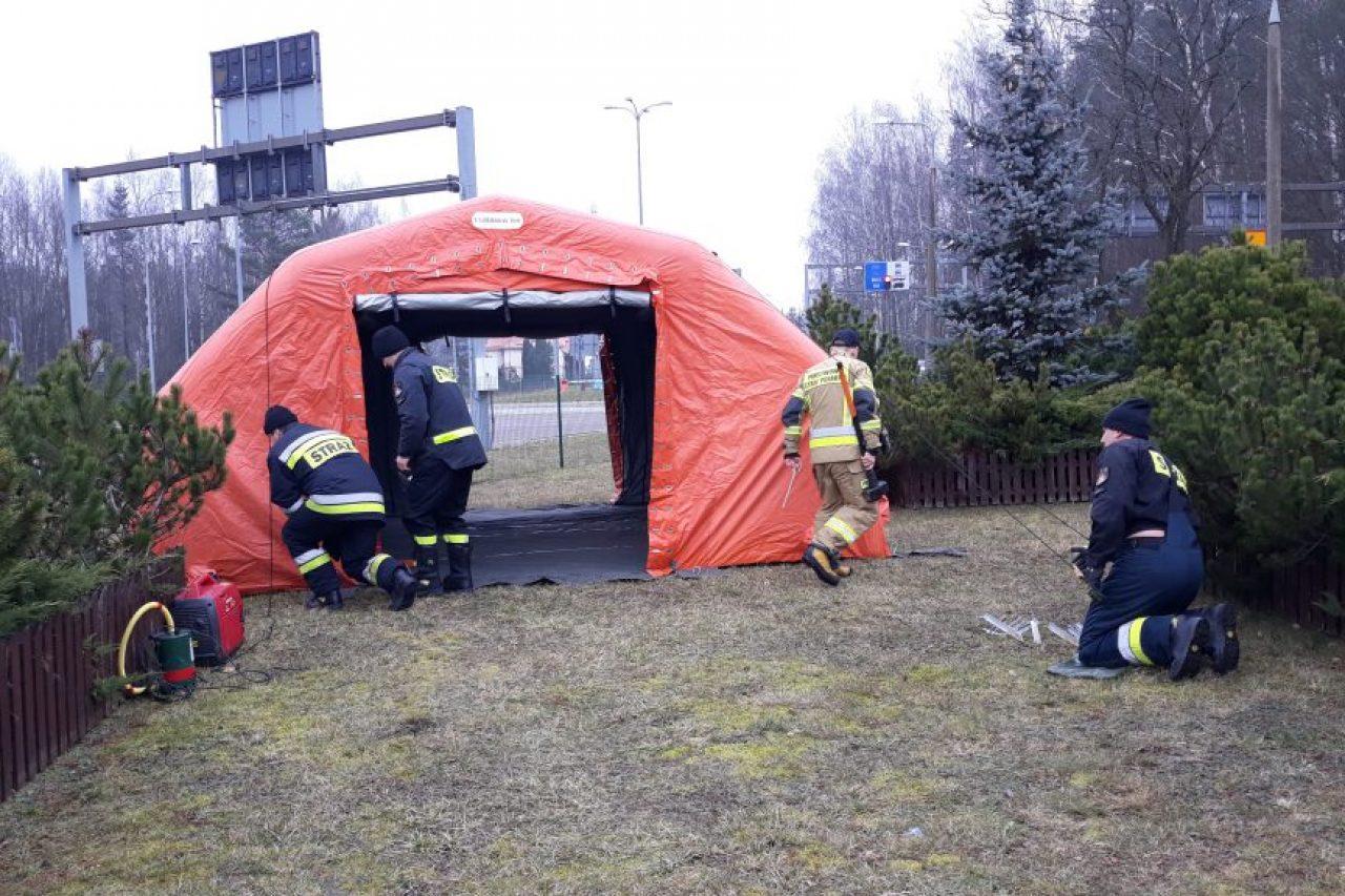 Działania strażaków na przejściu granicznym w Gołdapi.