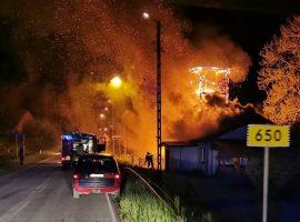 Pożar budynku mieszkalnego i dawnej drewnianej wieży strażnicy OSP