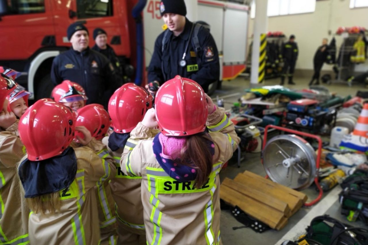 Uczniowie odwiedzili gołdapskich strażaków