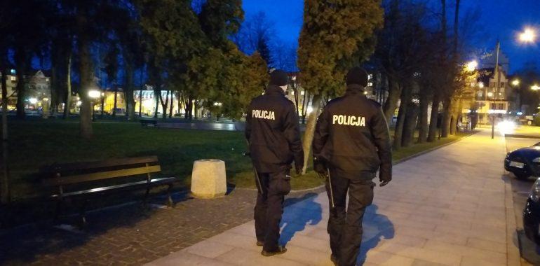 Policjanci czuwali nad  przestrzeganiem nowych ograniczeń  – posypały się mandaty.