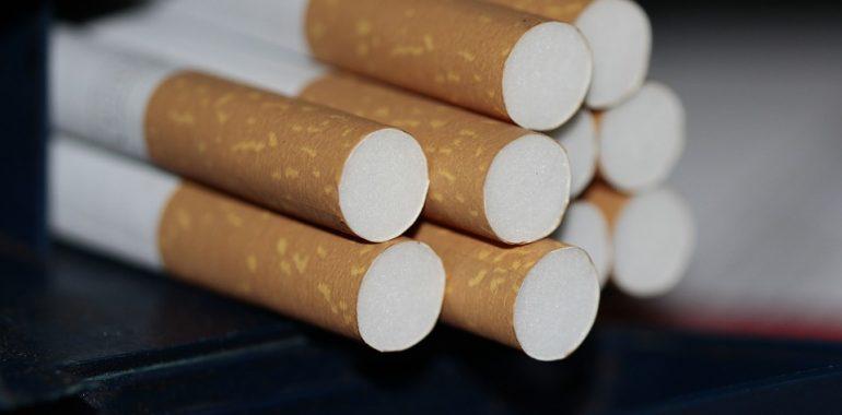 Nielegalne papierosy w taksówce.