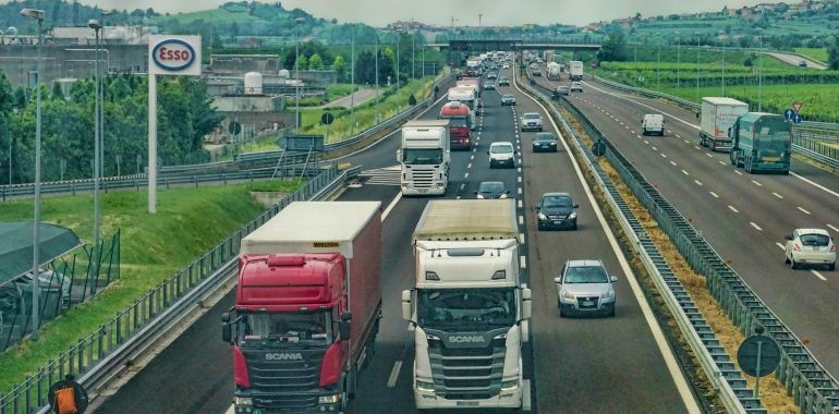 Kierowali ciężarówkami pomimo sądowych zakazów.