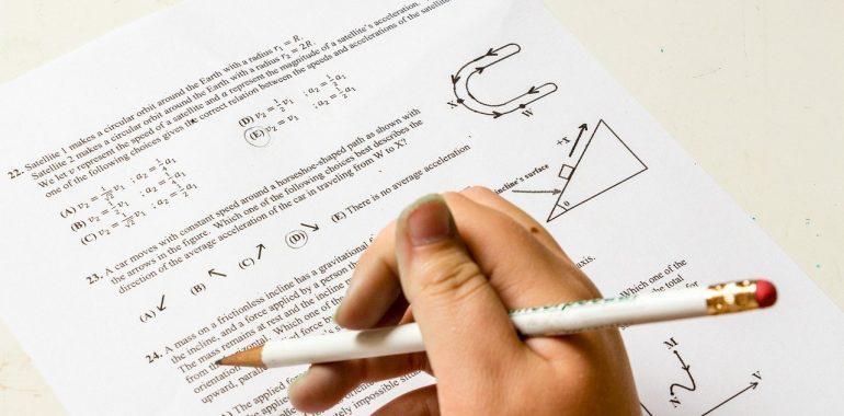 Próbne matury i egzamin ósmoklasisty przez internet