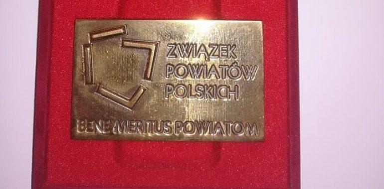 Wicestarosta gołdapski otrzymał odznaczenie BENE MERITUS POWIATOM.