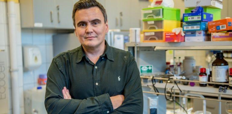 Polski naukowiec rozpracował enzym kluczowy w walce z koronawirusem